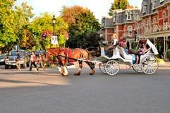 Paseo del caballo y del carro Imágenes de archivo libres de regalías