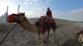 Paseo del camello con la mujer