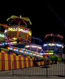 Paseo del carnaval en la noche imagen de archivo