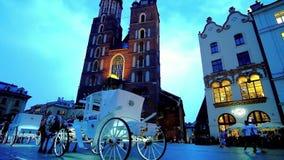 Paseo del carro de la tarde, Kraków, Polonia almacen de metraje de vídeo