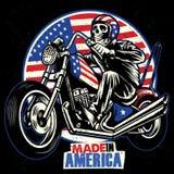 Paseo del cráneo una motocicleta pintada de la bandera americana stock de ilustración
