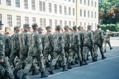 Paseo del ejército de las botas de los militares la tierra de desfile imagen de archivo libre de regalías