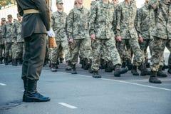 Paseo del ejército de las botas de los militares la tierra de desfile fotografía de archivo libre de regalías