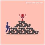 Paseo del ganador sobre las escaleras del concepto del perdedor Concepto de la competición Imágenes de archivo libres de regalías