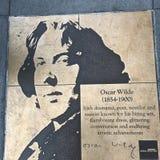 Paseo del gay, el paseo del honor del arco iris, Oscar Wilde imagenes de archivo