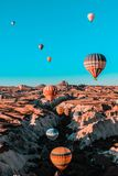 Paseo del globo del aire caliente en Cappadocia fotografía de archivo