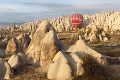 Paseo del impulso del aire caliente en Cappadocia, Turquía Fotografía de archivo libre de regalías
