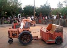 Paseo del jamboree del depósito de chatarra de Mater en la aventura de California de Disney Fotos de archivo