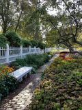 Paseo del jardín Imágenes de archivo libres de regalías