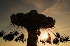 Paseo del oscilación en la puesta del sol Foto de archivo libre de regalías