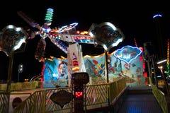 Paseo del parque de atracciones en la noche Imagen de archivo