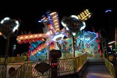 Paseo del parque de atracciones en la noche Foto de archivo