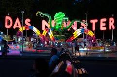Paseo del pulpo del parque de atracciones imagenes de archivo