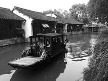 Paseo del río del barco de Wenzhou fotos de archivo