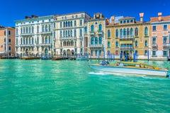 Paseo del taxi en Venecia Italia Imágenes de archivo libres de regalías