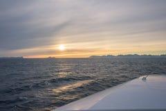 Paseo del transbordador en la puesta del sol Imagen de archivo libre de regalías