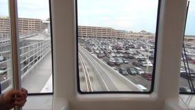 Paseo del tren de cielo del aeropuerto almacen de metraje de vídeo