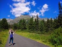 Paseo del verano en naturaleza hermosa Fotografía de archivo libre de regalías