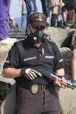 Paseo 2013 del zombi del parque de Asbury - zombi de la seguridad Imagen de archivo libre de regalías