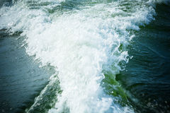 Paseo en el agua en el barco imagen de archivo