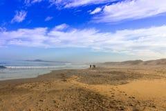 Paseo en la playa Fotos de archivo libres de regalías