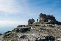 Paseo en un top de la montaña Foto de archivo