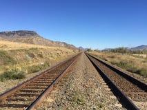 Paseo escénico de la caída en las vías del tren fotos de archivo