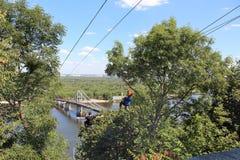 Paseo extremo abajo de la cuerda Duende de la velocidad kiev ucrania Fotos de archivo