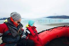 Paseo glacial del barco de la laguna foto de archivo