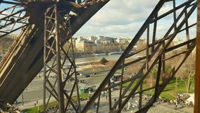 Paseo a la torre Eiffel, París del elevador