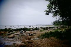 Paseo a lo largo de la costa Foto de archivo libre de regalías