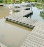 Paseo marítimo de madera del tablón Foto de archivo libre de regalías