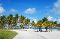Paseo marítimo en la playa del parque de Crandon, Miami Imágenes de archivo libres de regalías