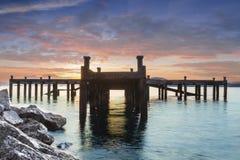 Paseo marítimo en salida del sol Imagen de archivo libre de regalías