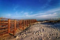 Paseo marítimo a la playa foto de archivo libre de regalías