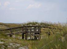 Paseo marítimo a la playa Fotografía de archivo libre de regalías