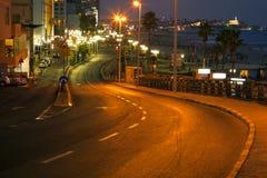 Paseo marítimo y playa de Tel Aviv en la oscuridad Imágenes de archivo libres de regalías