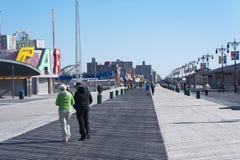 Paseo marítimo y playa New York City de Coney Island Imágenes de archivo libres de regalías
