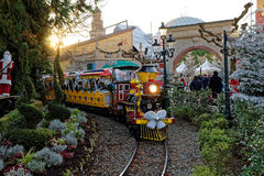 Paseo miniatura del tren del vapor en la Navidad Fotos de archivo