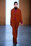 Paseo modelo de Ophelie Guillermand la pista en Derek Lam Fashion Show durante la caída 2015 de MBFW Fotos de archivo libres de regalías