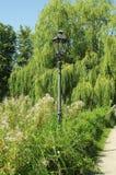 Paseo por el jardín del castillo Foto de archivo
