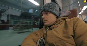 Paseo rutinario del viajero en tren almacen de video