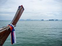Paseo tailandés del barco de Longtail en la bahía Tailandia de Phang Nga imagen de archivo libre de regalías
