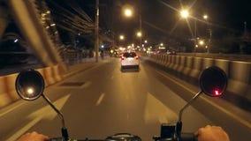 Paseo Timelapse de la bici del Pov Viaje de la moto de la ciudad de la noche HD Timelapse Phuket, Tailandia almacen de video