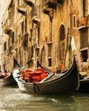Paseo tradicional de la góndola de Venecia Fotos de archivo