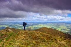 Paseo a través de las montañas Fotos de archivo