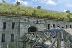 Paseo a través del puente Imagen de archivo