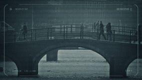 Paseo y ciclo de la gente del CCTV sobre el puente almacen de video