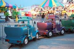 Paseos del carnaval en el crepúsculo Fotografía de archivo libre de regalías