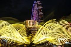 Paseos del carnaval en la noche Foto de archivo